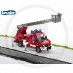 BRUDER - Camion de pompier MERCEDES BENZ avec échelle, pompe à eau et module son et lumière